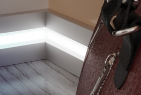 Lightning skirting boards